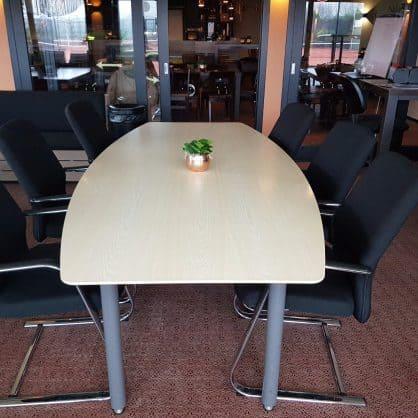 Te koop: vergadertafel, opbrengst naar de Tourmaliers!